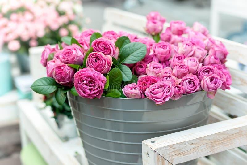 花桃红色玫瑰 免版税库存照片