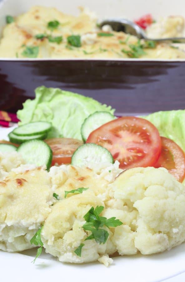 花椰菜乳酪盘子垂直 免版税库存图片