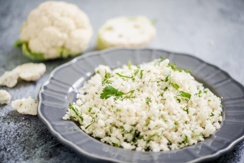 花椰菜蒸丸子,供选择的食物 免版税库存图片