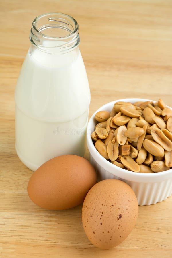 花生、牛奶和鸡蛋蛋白质营养素  免版税图库摄影