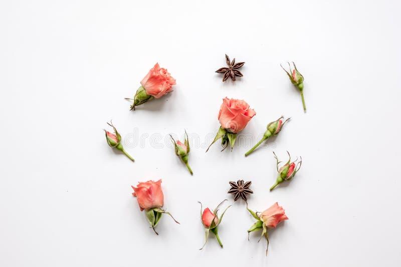 花的样式在白色背景顶视图嘲笑的 免版税库存照片