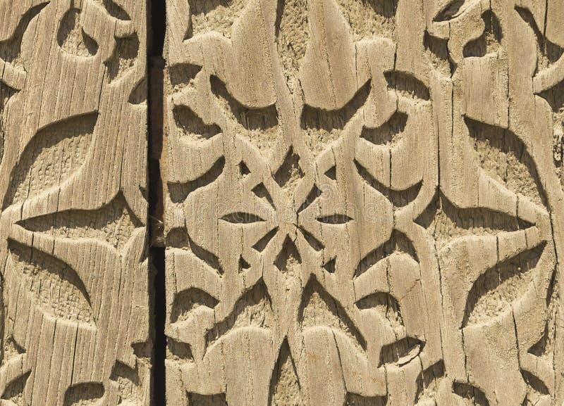 花的样式在装饰的木头雕刻了 免版税库存照片