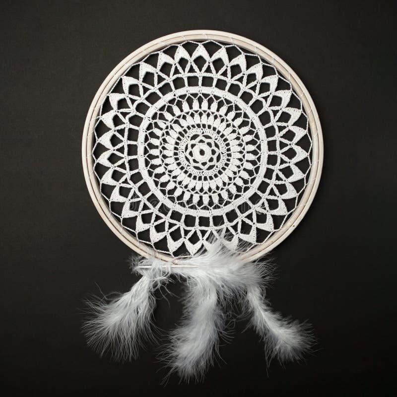 花边,坛场,梦想俘获器,破旧的别致,拷贝空间 凝思或relaix时间背景 在黑色的钩编编织物的坛场 库存图片