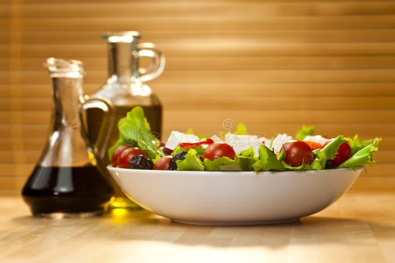 芳香抚人的穿戴的油橄榄色沙拉醋 免版税库存图片