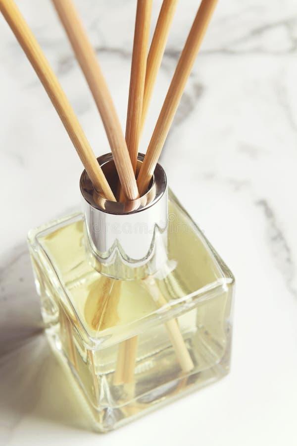 芳香疗法芦苇分散器空气清新剂关闭 免版税图库摄影