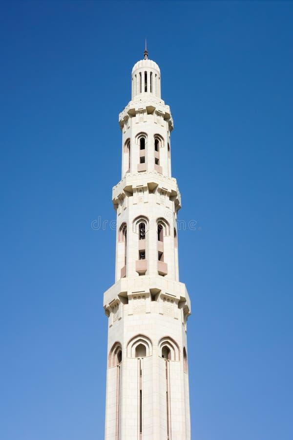 苏丹卡布斯盛大清真寺的尖塔在马斯喀特 免版税库存图片