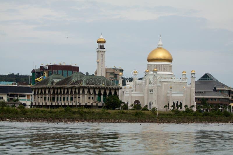 苏丹奥马尔阿里Saifudding清真寺,斯里巴加湾市,文莱美丽的景色  免版税图库摄影
