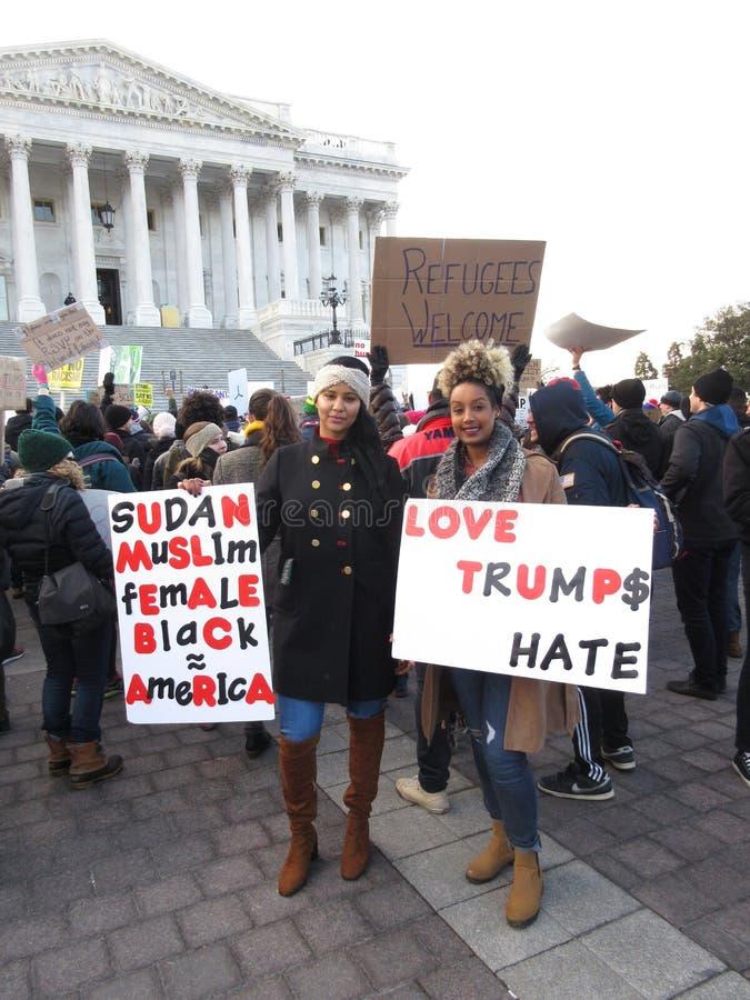苏丹妇女抗议反对唐纳德・川普 库存照片