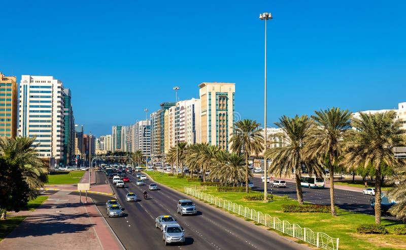苏丹容器扎耶德第一条街道在阿布扎比 免版税库存图片