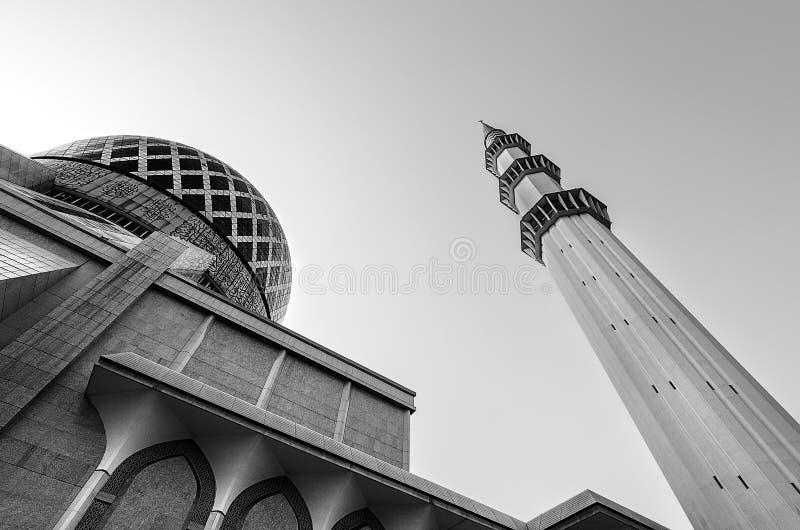 苏丹萨拉赫丁省阿卜杜勒・阿齐兹Shah清真寺美丽圆顶和尖塔 免版税库存图片