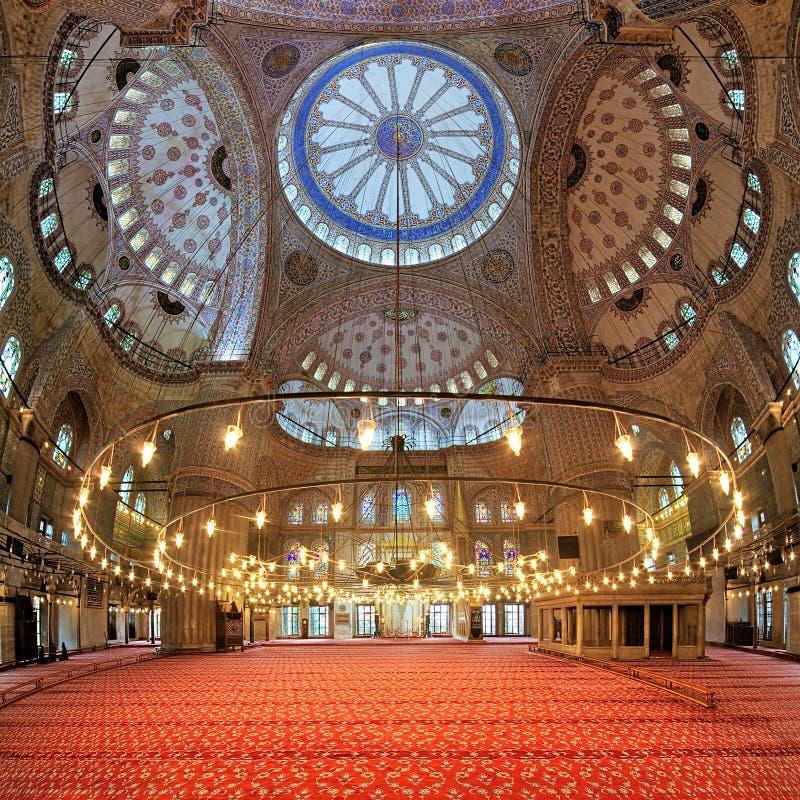 苏丹阿哈迈德清真寺的内部在伊斯坦布尔,土耳其 图库摄影