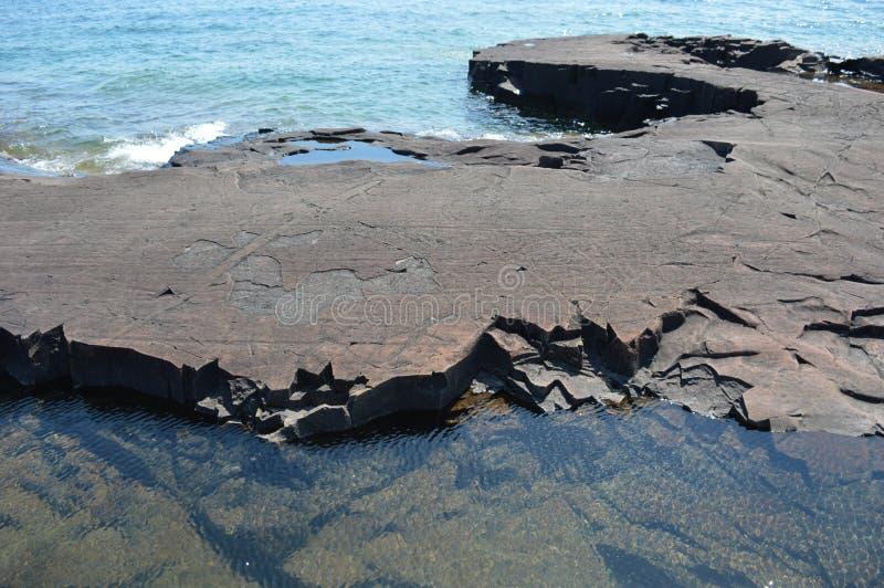 苏必利尔湖畔海岸线盛大maraid大湖岩层盛大marais 库存图片