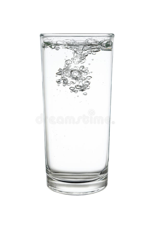 苏打水或苏打水在highball或用大杯喝的饮料玻璃是 免版税图库摄影