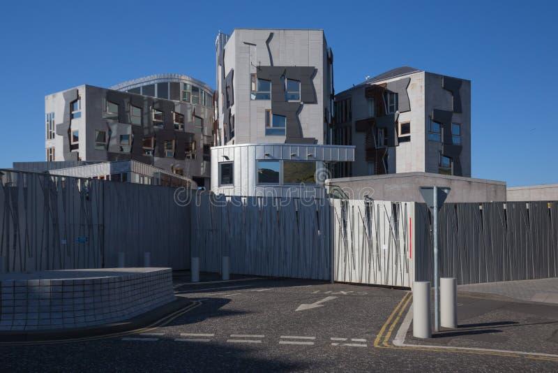苏格兰议会复合体的塔大厦和交通工具的入口 库存图片