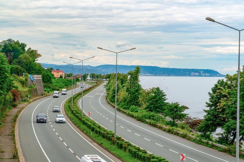 苏梅内,特拉布宗/土耳其2019年8月7日:黑海海岸公路是土耳其北部一条主要的东西国家公路,为土耳其提供服务 库存图片