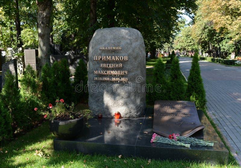 苏联和俄国政治和公众人物叶夫根尼・马克西莫维奇・普里马科夫的坟茔Novodevichye公墓的 库存图片