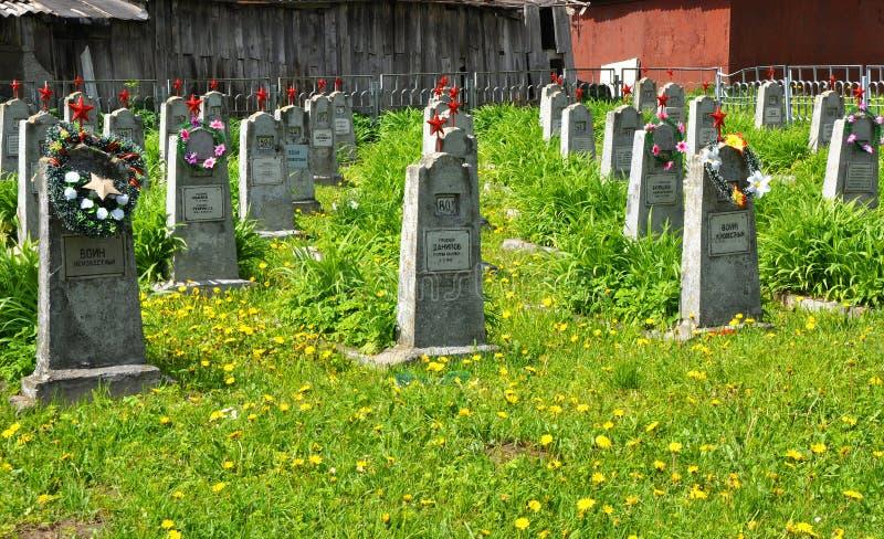 苏联士兵坟墓在市Novogrudok 迟来的 免版税库存图片