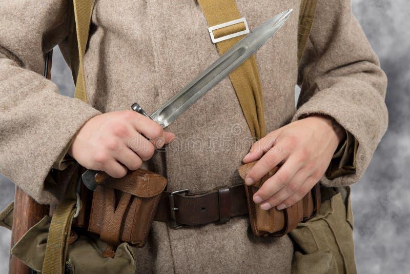 苏联战士的刺刀的特写镜头, ww2 免版税库存图片