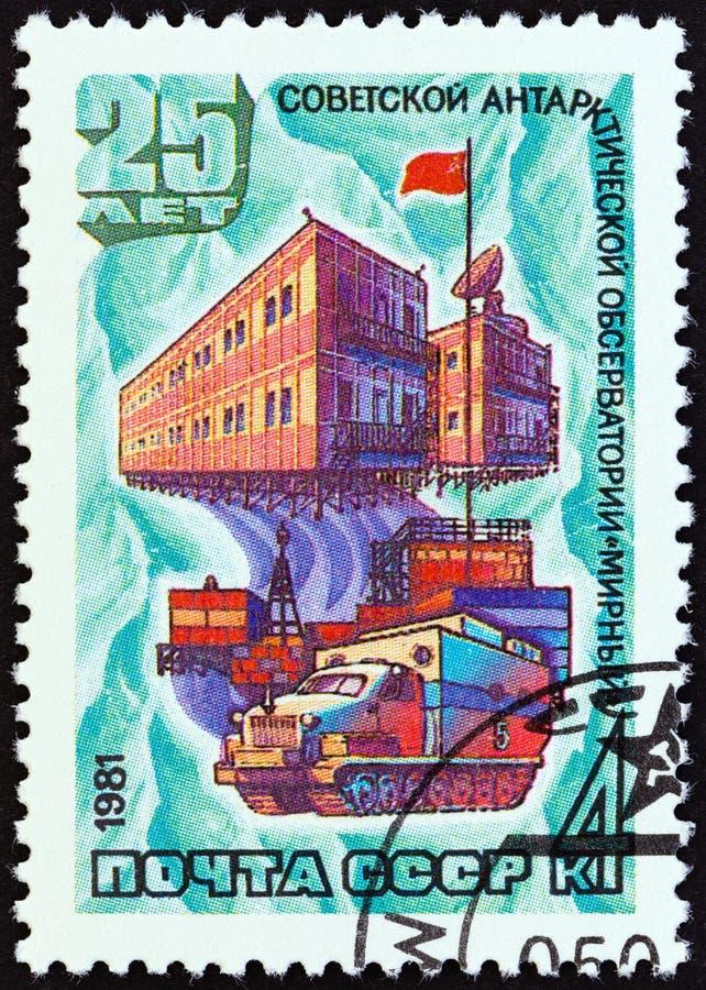 苏联-大约1981年:在苏联打印的邮票显示南极研究工作站Mirny,大约1981年 库存图片