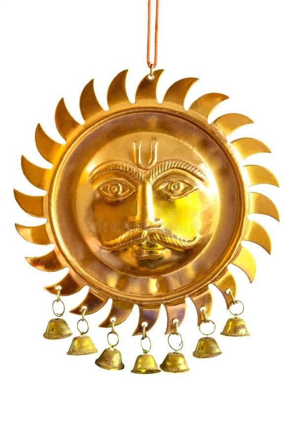 苏里雅/太阳神面孔印度教典雅的铜被镀的金属墙壁垂悬装饰片断 免版税库存照片