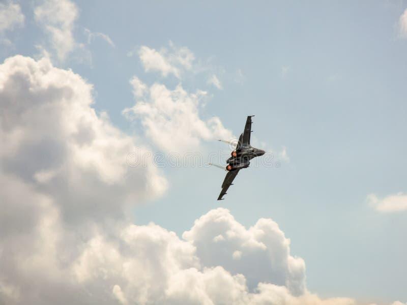 苏霍伊Su27白俄罗斯航空器在崩溃前的少量秒钟 库存照片