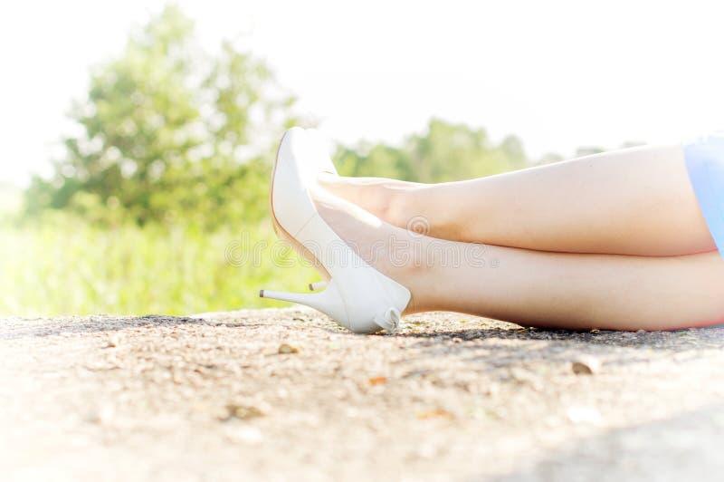 苗条腿女孩 免版税库存图片