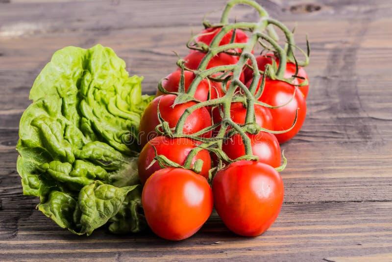 莴苣和蕃茄 免版税图库摄影