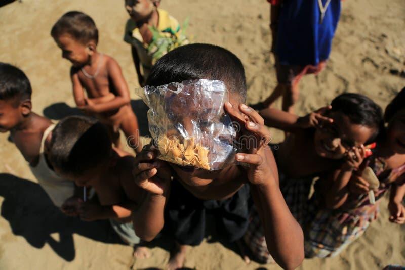 若开邦,缅甸- 11月05 :数百穆斯林Rohingya在Myanm遭受在过度拥挤的阵营的严厉营养不良 免版税图库摄影