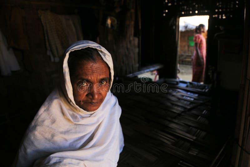 若开邦,缅甸- 11月05 :数百穆斯林Rohingya在Myanm遭受在过度拥挤的阵营的严厉营养不良 库存图片