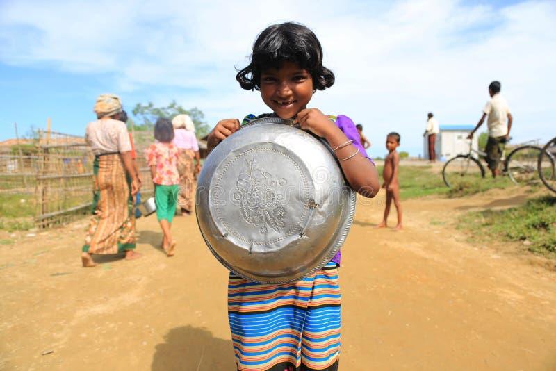 若开邦,缅甸- 11月05 :数百穆斯林Rohingya在Myanm遭受在过度拥挤的阵营的严厉营养不良 免版税库存照片