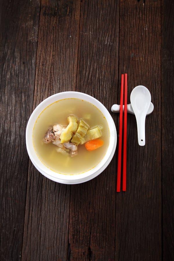 苦涩金瓜用猪排汤 库存图片