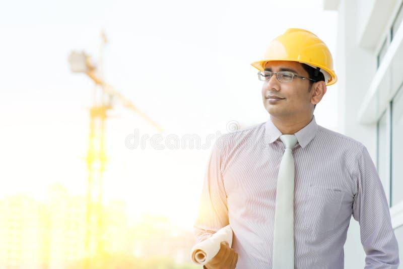 英俊的亚裔印地安男性站点承包商工程师 免版税图库摄影