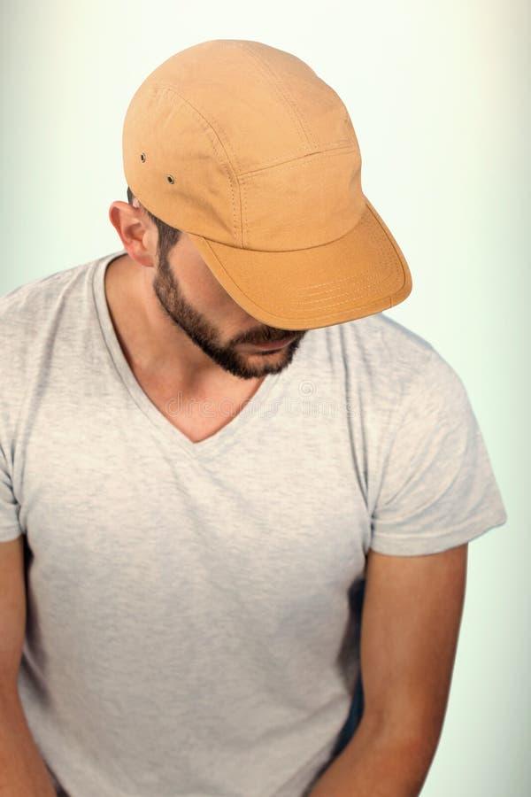 英俊的人佩带的帽子画象的综合图象  库存照片