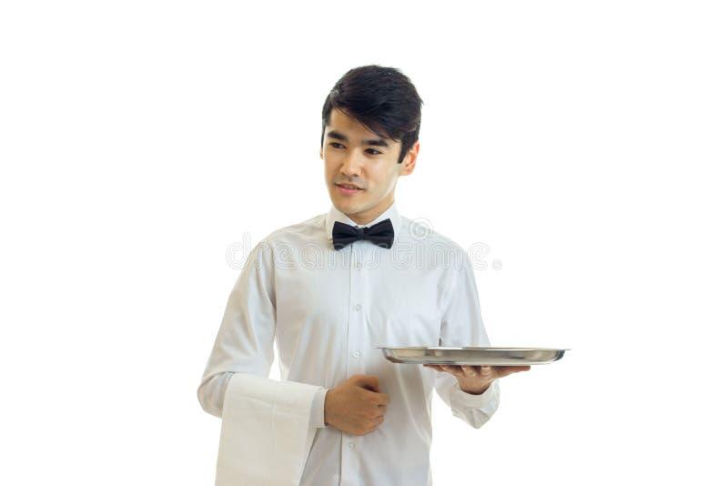 英俊的侍者微笑并且运载食物盘子 图库摄影