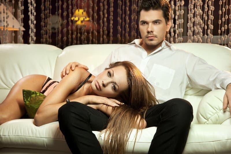 英俊的婚姻年轻人 免版税库存照片