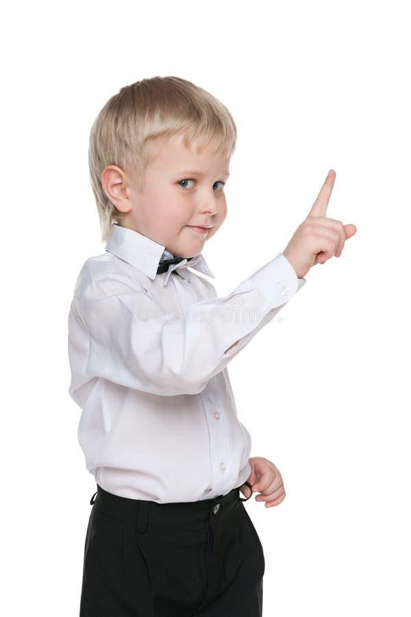 英俊的小男孩显示他的手指  库存图片