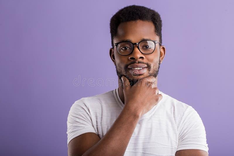 英俊的年轻非裔美国人的人画象  免版税库存照片