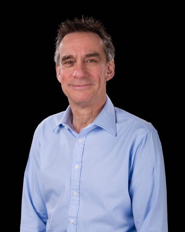 英俊的微笑的商人画象蓝色衬衣的 库存照片