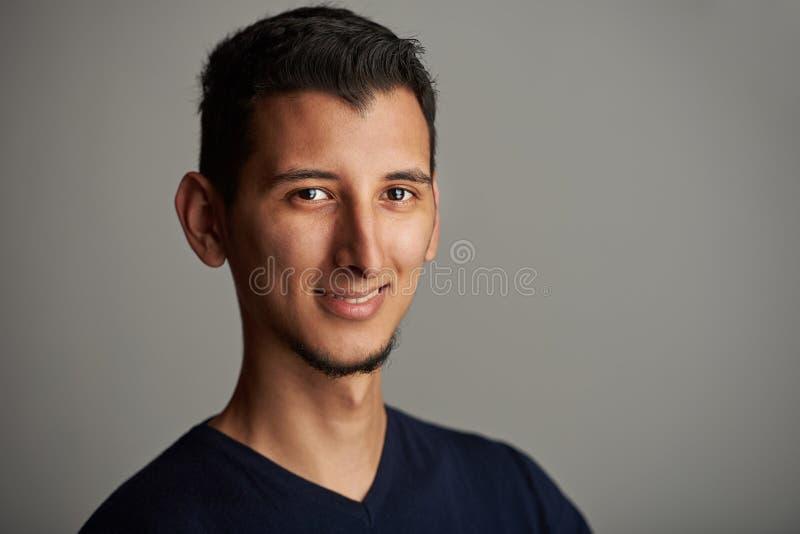 英俊的微笑的年轻西班牙人 库存图片