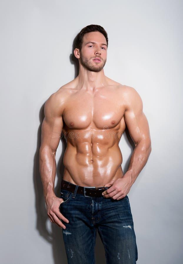英俊的性感的年轻人 免版税库存图片