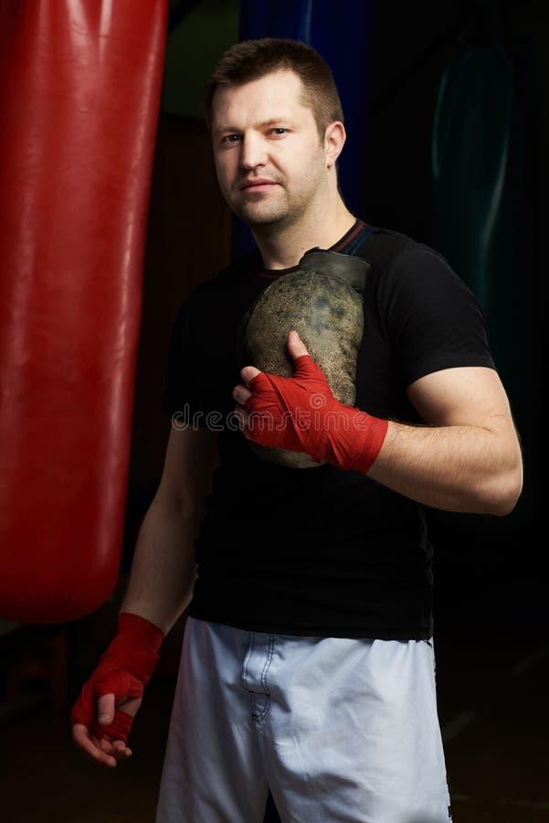 英俊的拳击手人 库存图片
