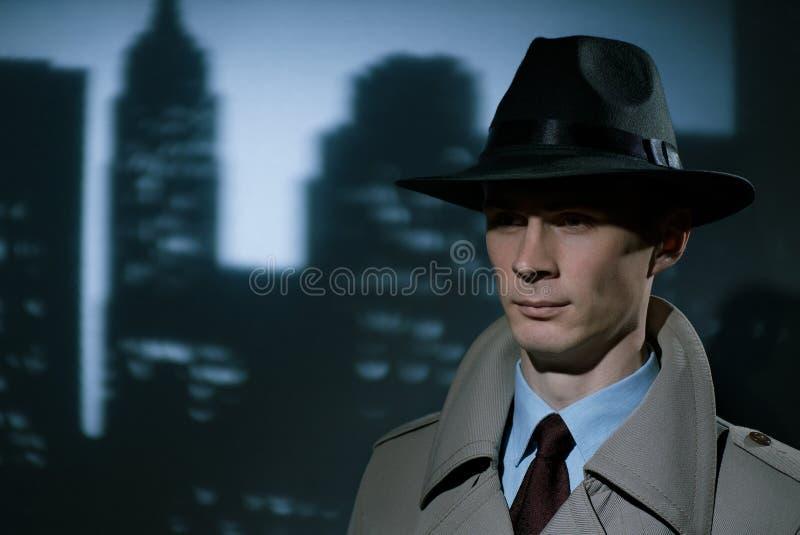英俊的时兴的年轻侦探都市绅士 库存图片