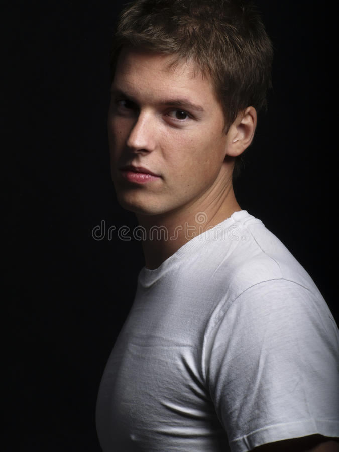 英俊的男性模型年轻人 免版税库存图片