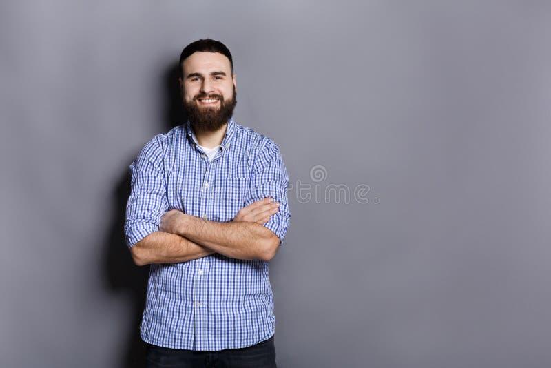 英俊的确信的有胡子的人画象 免版税库存照片