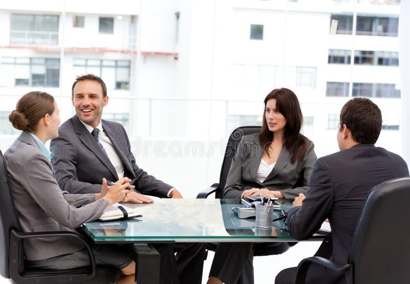 英俊的笑的经理会议 免版税库存照片