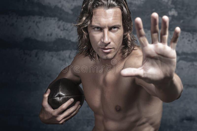 英俊的胸部赤裸的肌肉模型 库存图片