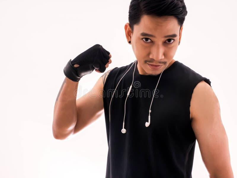英俊的适合的人显示他的肌肉,隔绝在白色 图库摄影