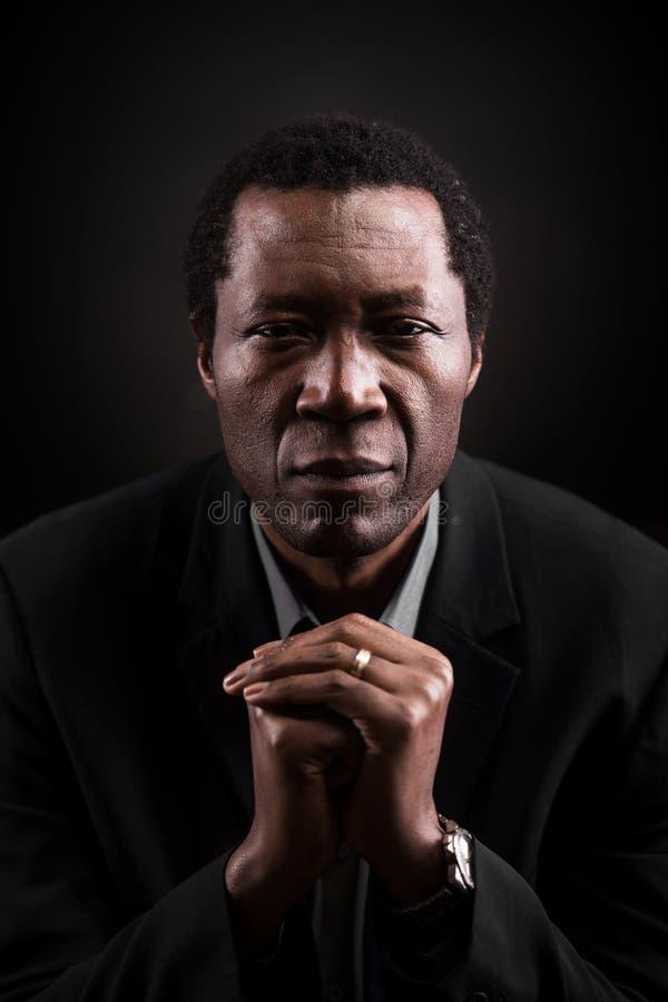 英俊的非洲黑人演播室画象 免版税库存图片