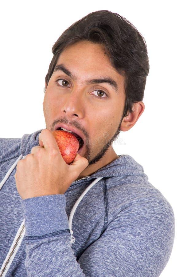 英俊的年轻人尖酸的红色苹果 免版税图库摄影