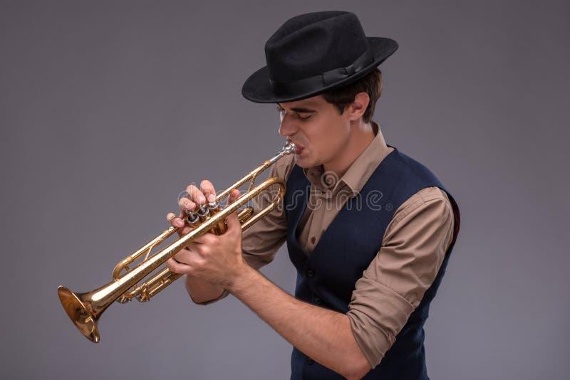 英俊的年轻爵士乐人 图库摄影